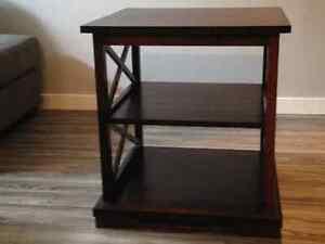 2 Tables de salon brunes en bois