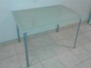 Glass top dining room table. No scratches or damage & seats 4.
