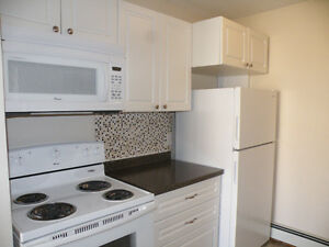 BRIGHT, SPACIOUS 2 BDRM APARTMENT - SHERWOOD