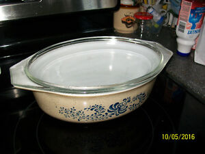 Vintage Pyrex Homestead Casserole with Cover Cornwall Ontario image 1
