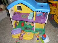 Doll house with miscellaneous accessories