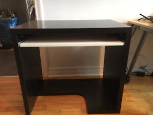 Petit bureau d'ordinateur venant du Ikea, bon état