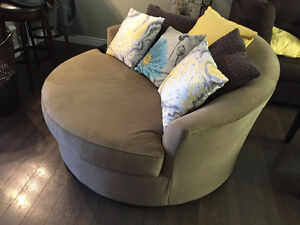 Cuddle Chair that spins!!!! LIKE BRAND NEW!!!
