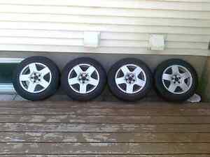 4 pneus d'été Maxtour 195/65r15 installé sur 4 Mags VW (5X100)