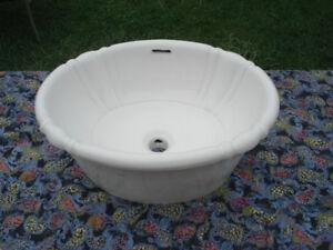 Bathroom oval porcelain vessel sink