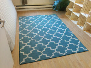 Blue, trellis-pattern area rug, approx 5' x 6'