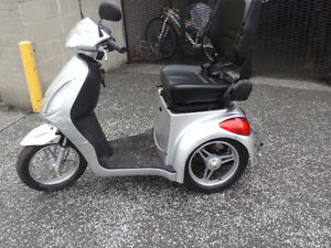 2016 - EMMO  T350  Silver Scooter