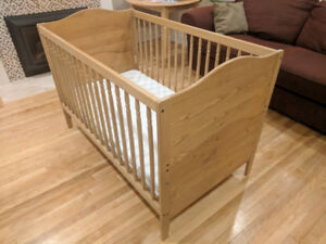 Solid wood crib / toddler bed
