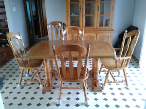 Solid oak table with leaf and six chairs