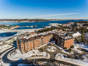 Bright Oceanview Condo with stunning views!