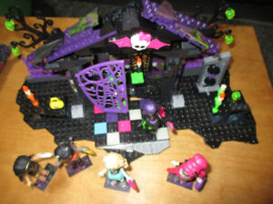 Mega Block Monster High Graveyard Garden Party
