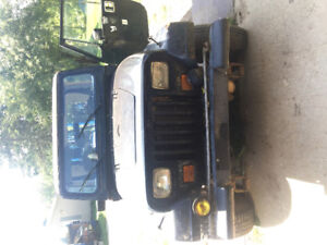 Jeep YJ 258 5 speed 4x4 Parts only runs