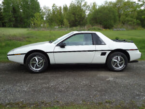 1985 Pontiac Fiero SE 2.8LV6 Coupe (2 door)