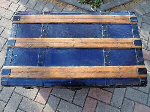 Steamer trunk, Coffee table, Antique trunk, Antique chest. London Ontario image 3