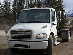 2007 Freightliner Cab and Chasis
