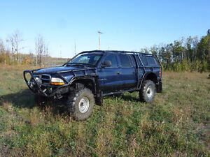 Lifted offroad rock crawler 4x4 2000 Dodge Dakota Pickup Truck