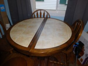 ROUND PUB HEIGHT TABLE + 4 CHAIRS