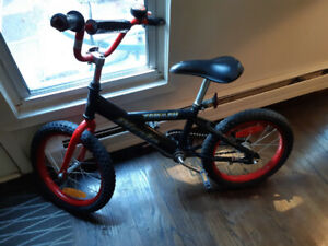 CHILD 1ST BICYCLE - NO TRAINING WHEELS