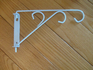 STRONG STURDY WHITE METAL SWING-STYLE PLANT HANGER