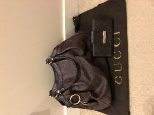 Gucci purse and wallet set