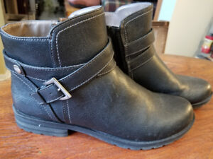 Women's Size 10 Naturalizer ZipUp Leather Boots