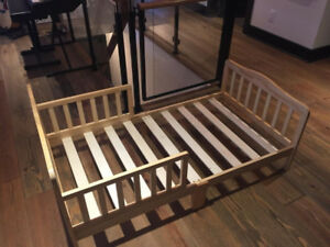 Dream on Me Classic Wooden Toddler Bed  never used!