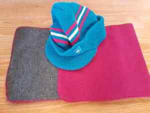 Tuque et foulard neufs (les 2 pour 5$)