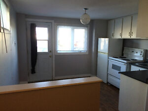 West End Quiet Cul-de-sac, 1 Bdr Apartment Available May 1