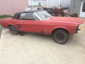 1967 MUSTANG CONVERTIBLE COULEUR ROUGE ORIGINAL