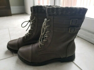 Women winter shoes (brand new condition)