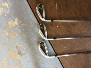 Taylormade left hand bladez iron 4 iron to gap weg .