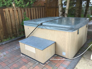 NEWLY REFURBISHED 4 PERSON HOT TUB