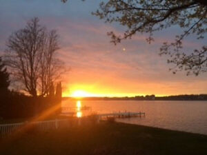 Stunning Modern LakeHouse - Barrie August 20-31available.