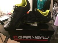 Garneau multi air flex road bike shoes size 9.5 and Shimano pedals