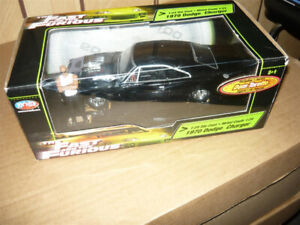 1:24 die cast F&F 1970 Dodge Charger& Dom's Figure