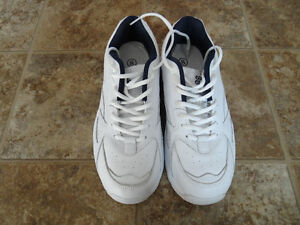 A Pair of Brand New COURT CLASSIC Men's Shoes
