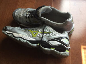 Ladies Skechers hiking shoes,size 9