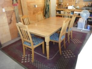 OAK DINING TABLE AND UPHOLSTERED  CHAIRS