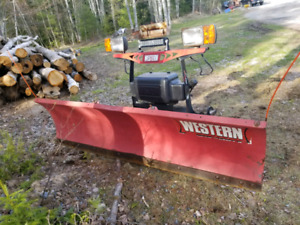 2011 Western 7.5ft plow, with mounts and harness for 07-13 gm