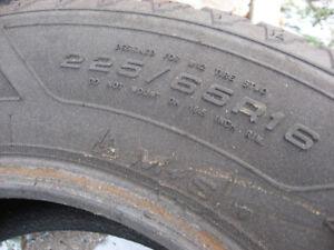 One single 225/65/16 snow tire like new