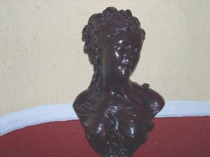 Statue d'une femme - Colonne- Décoration