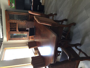 Formal dining table and hutch set
