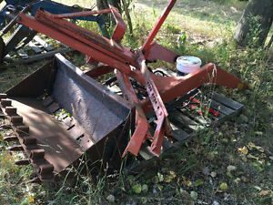 Front end loader w/ hydraulic bucket for Allis Chalmers tractor