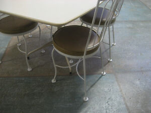 Vintage White Table set North Shore Greater Vancouver Area image 2