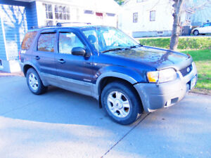 2002 ford escape real 4x4  reduced to 1,000/3000 worth of parts