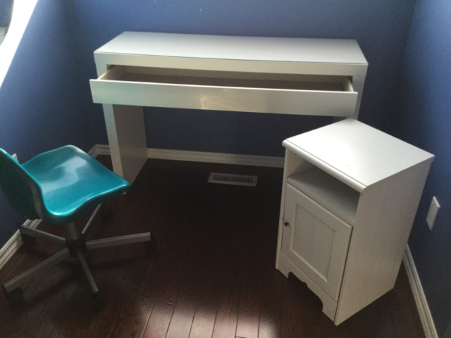 Bedroom Vanity And Chair Bed Table