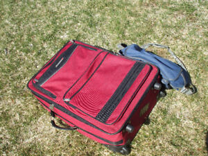 FOR SALE SET OF LUGGAGE CARRY ON,,