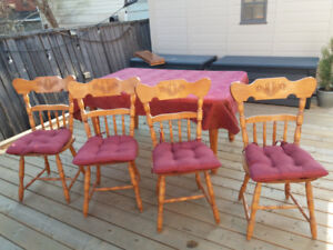 Maple Dining Table, 4 Chairs and Two Leaves