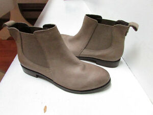 Brand New Sperry Topsider brown leather ankle boots, size 6