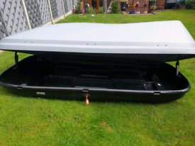 Halfords 580ltr roof box with thule bars and storage bracket